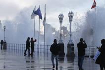 Gijón, salpicado por el temporal