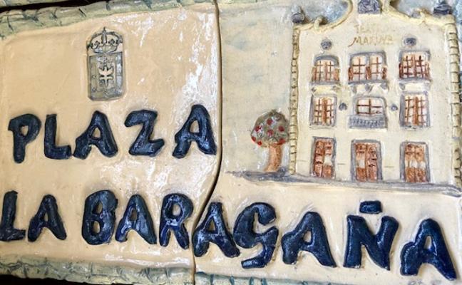Placa de cerámica en La Baragaña con el antiguo teatro El Marina