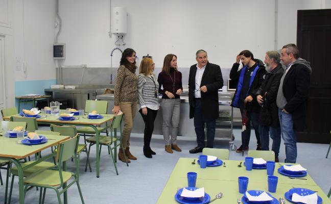 El Ayuntamiento mierense inaugura el comedor del colegio Santiago Apóstol