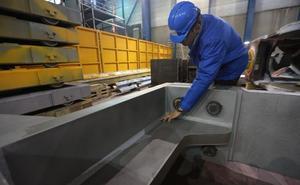 El número de trabajadores en la industria avilesina crece un 14% en cinco años