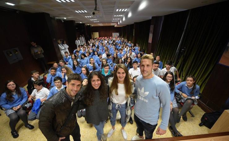 El Real Oviedo da una clase magistral a los alumnos del Colegio La Milagrosa