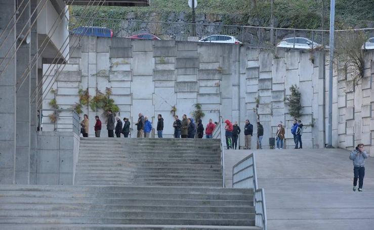 Colas para conseguir las entradas para el derbi Real Oviedo - Sporting