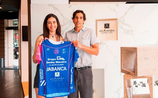Cobo y Martínez, con el equipo B de las 'Guerreras'