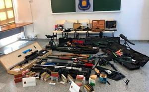 Un arsenal de 16 armas, incluidos rifles de precisión y de asalto, con el que pretendía asesinar a Pedro Sánchez