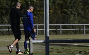 Aarón Ñíguez no completa la sesión aquejado de otro infortunio físico