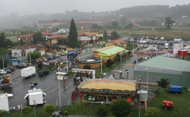Los feriantes se instalarán gratis en Castrillón a cambio de rebajar los precios