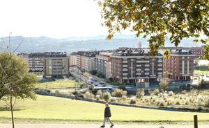 Urbanismo multará a dos dueños de parcelas en Prados de La Fuente si no las limpian