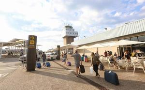 El Principado presentará «a la mayor brevedad» una nueva licitación para potenciar la conectividad del aeropuerto de Asturias