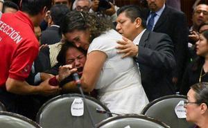 Una diputada mexicana se entera del asesinato de su hija en plena sesión