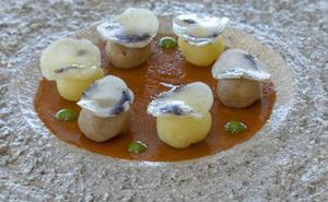 Sopa templada de oricios con maíz y apio nabo