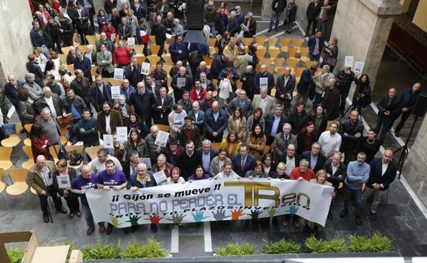 La plataforma del plan de vías reclama reunirse con Ábalos durante su visita a Asturias