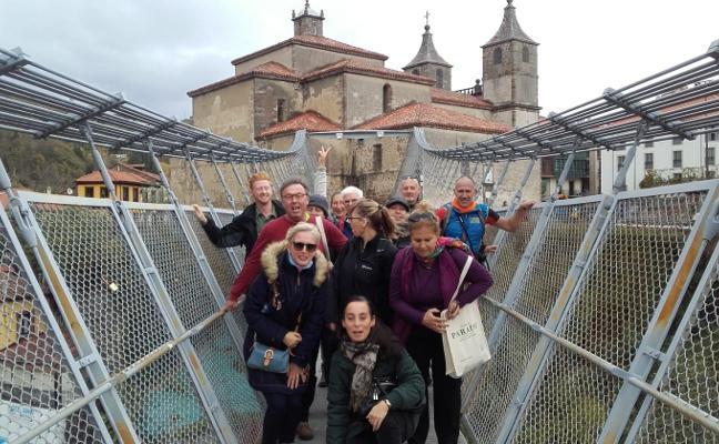 Cangas atrae a touroperadores internacionales