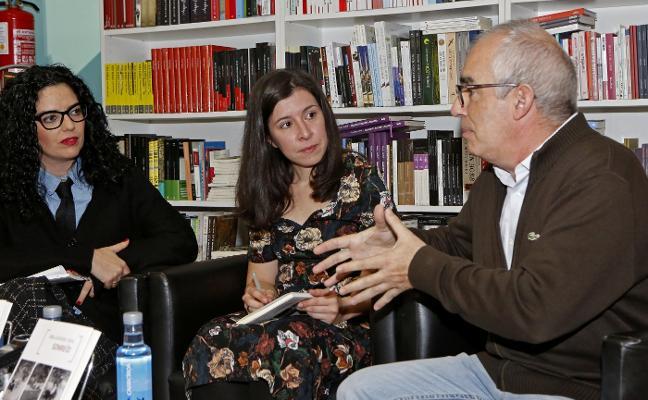 Alba González Sanz reparte en Gijón sonrisas en verso