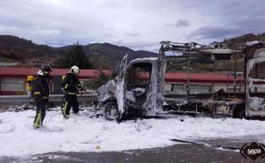 El incendio de una 'food truck' en la que tres jóvenes perdieron todo