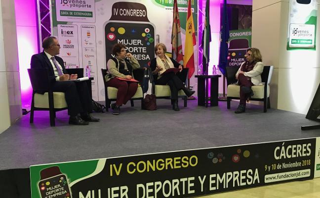 Monteserín explica el modelo de igualdad avilesino en Cáceres
