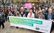 Asturias reivindica en la calle que el poder judicial «defienda a los ciudadanos y no a los bancos»