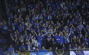 La afición del Depor y del Oviedo gritan juntas: «Alcoa no se cierra»