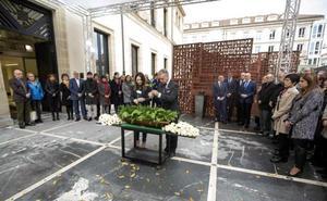 El Parlamento vasco homenajea a las víctimas en el Día de la Memoria sin el PP