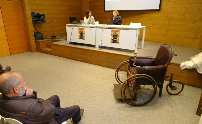 Una silla de ruedas de 1905, la Pieza del Año del Museo Etnográfico del Oriente