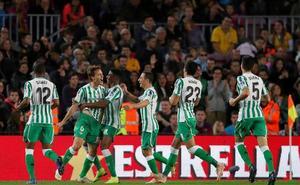 El Betis se disfraza de Barça para golear al líder
