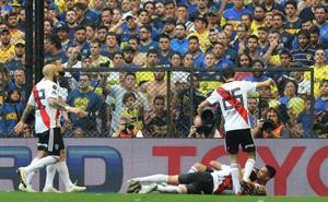 River Plate logra el empate con Boca Juniors por un autogol de Izquierdoz