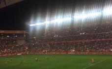 El Molinón se ilumina en señal de protesta