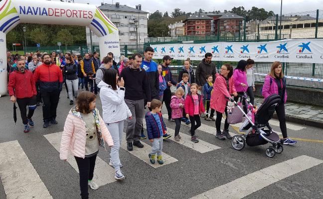 200 personas, en la carrera de los 10.000 pasos de Navia
