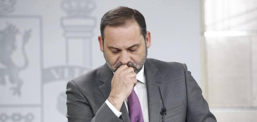 Ábalos adelanta al miércoles su visita a Asturias y se reunirá en Gijón con la alcaldesa para hablar del plan de vías