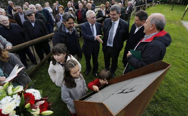 Deva homenajea a su 'alcalde' 17 años después de fallecer