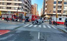 Espectacular accidente en la avenida de Castilla, en Gijón