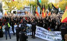 Miles de policías y guardias civiles rodean el Congreso para exigir su equiparación salarial