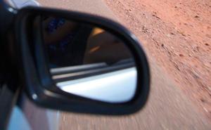 Detenido un joven por romper los espejos retrovisores de ocho coches en Gijón