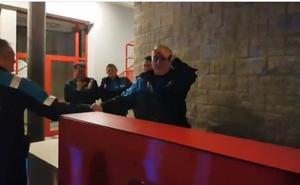 Emotivo homenaje de despedida a Bayón en la Jefatura de la Policía Local de Gijón