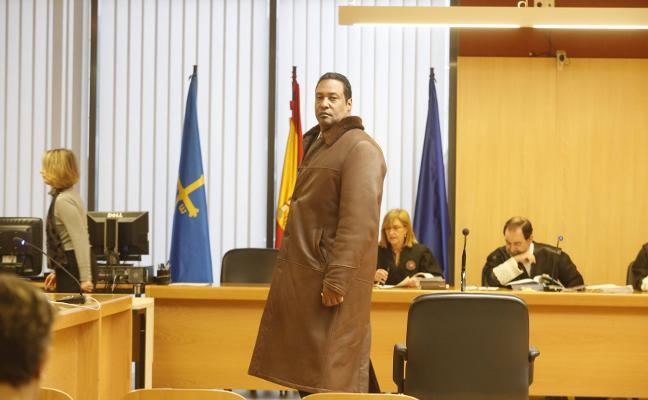 Validan el matrimonio de la farmacéutica de Gijón y el santero tras nueve años anulado