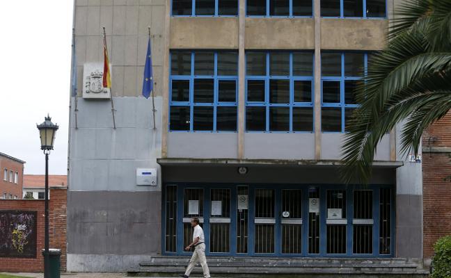 Un menor de 13 años está sin escolarizar debido a una disputa por su custodia