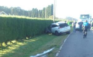 Dos heridos leves tras un choque frontal entre dos coches en Luanco