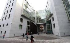 Una mujer acusada de abusar del hijo menor de una amiga suya se enfrenta a dos años de cárcel