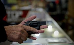 Una empresa de Wisconsin regala un revolver por Navidad a sus empleados