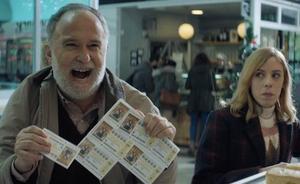 '22 otra vez', el anuncio de la Lotería de Navidad, un homenaje a 'Atrapado en el tiempo'
