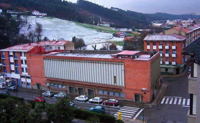 Los propietarios del Teatro Prendes de Candás, abiertos a venderlo