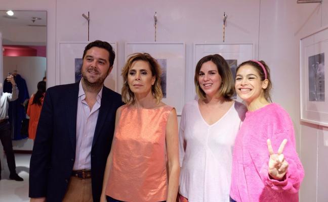 Carmen Figaredo viste de Ágatha Ruiz de la Prada sus 'collages'