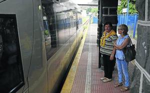 Usuarios del tren en Aller preparan movilizaciones por la falta de inversión