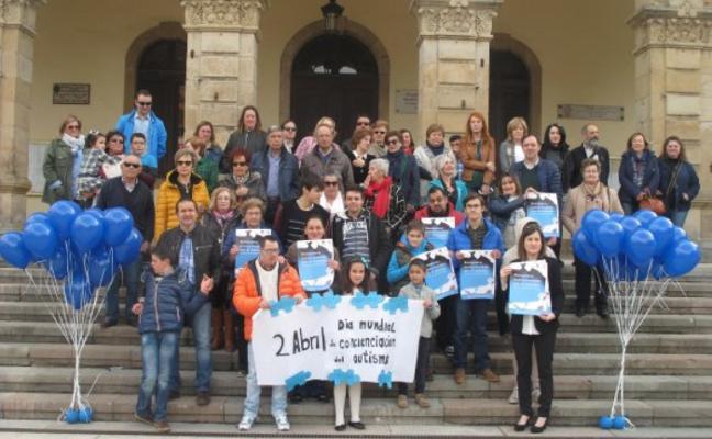 Los vecinos de San Justo premian a la Asociación Raitana con la Castaña de Azabache