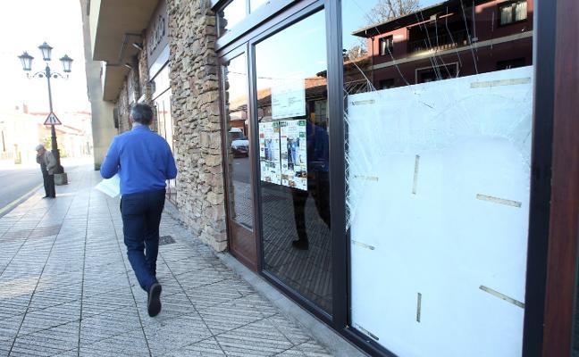 Dos encapuchados roban en un bar de Colloto y se llevan dinero de la máquina tragaperras
