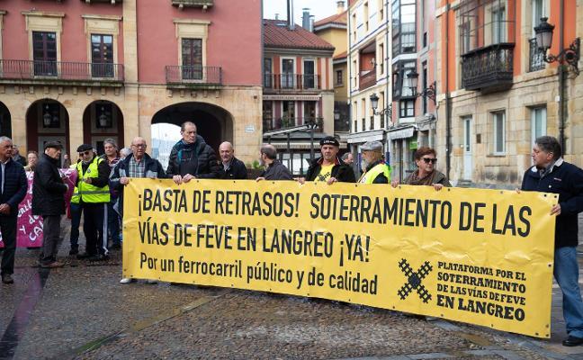 El alcalde de Langreo, en las protestas por el soterramiento