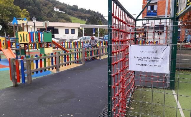 Quejas vecinales por el deterioro del parque Maestro Antuña de Candás