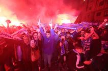 Derbi Oviedo - Sporting: La afición azul anima a su equipo en el Tartiere