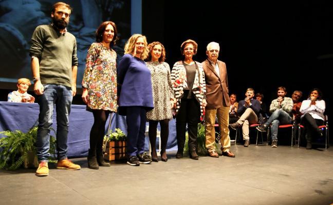 El Ayuntamiento entrega los premios a la innovación y trayectoria comercial