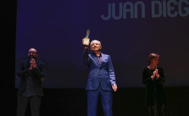 El FICX se rinde a Juan Diego y mira a Alcoa