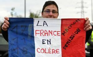 Una manifestante muerta y 47 heridos durante las protestas contra Macron